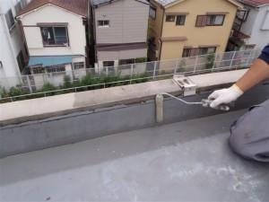 品川区 集合住宅 ウレタン防水 清掃後プライマー塗布写真