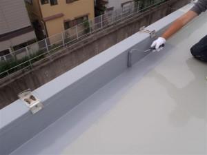 品川区 集合住宅 ウレタン防水 立上りトップコート塗装写真