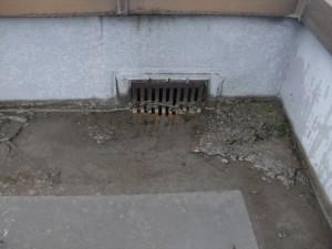 品川区 集合住宅 屋上防水 排水ドレン施工前写真
