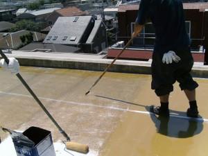 世田谷区集合住宅屋上防水工事 FRPガラスマット張り・脱泡03写真