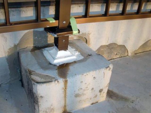 横浜市港北区屋上防水 手摺り根元問題箇所処理写真