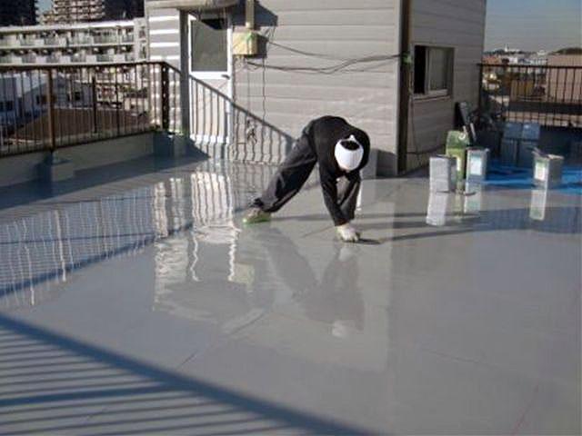 横浜市港北区屋上防水 立上り防水 ウレタン防水2層目施工中写真