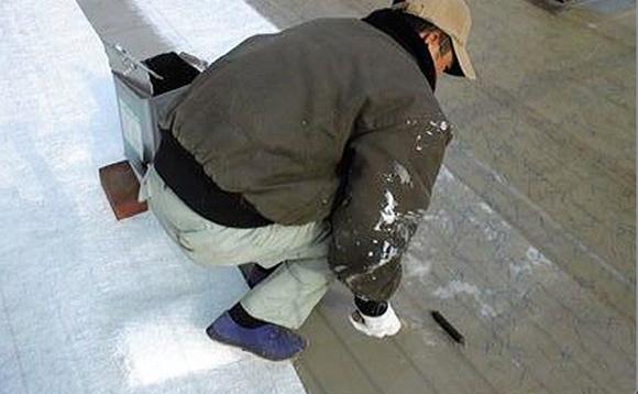 FRP防水 ガラスマット敷込み作業