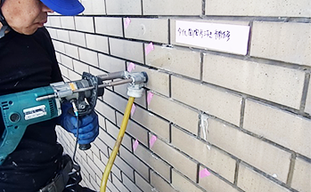 外壁タイルの注入工事